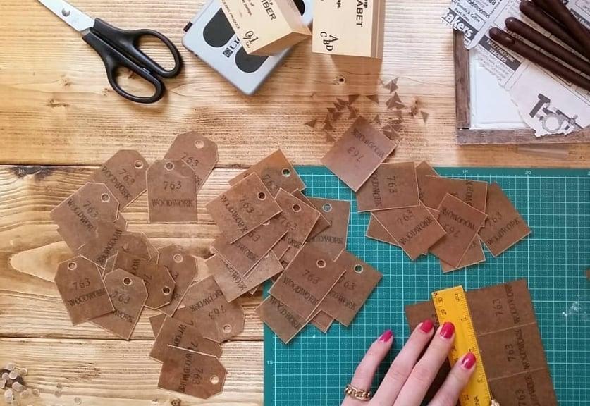 封筒やタグ作りに使いたい♩蝋引きで透け感のある紙を花嫁DIY♡のカバー写真