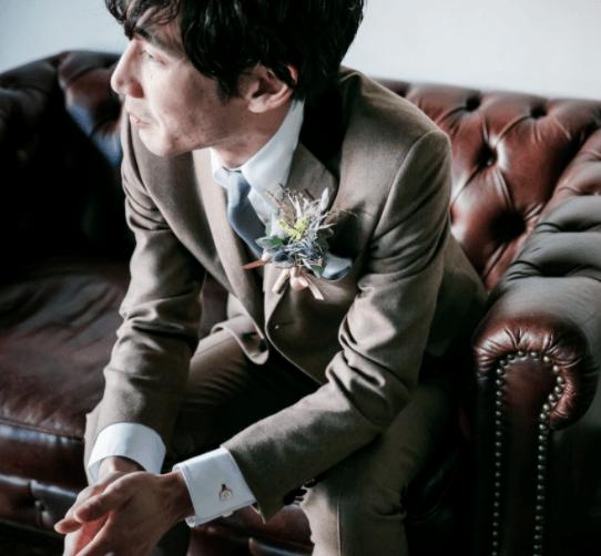 タキシードは結婚式の雰囲気に合ったものを!新郎におすすめの色やコーデを紹介のカバー写真