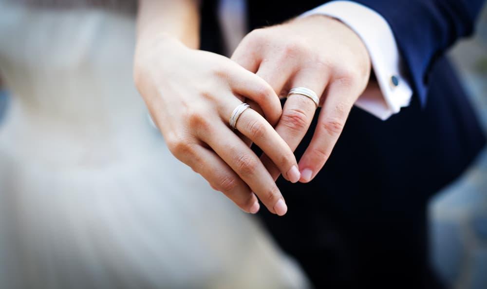 結婚指輪はチタンが人気上昇中!?メリット&デメリットとおすすめブランド6選♡のカバー写真