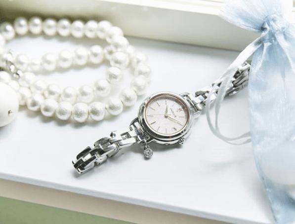 結婚式に腕時計はつけてもOK?マナーやおすすめ腕時計をご紹介☆のカバー写真