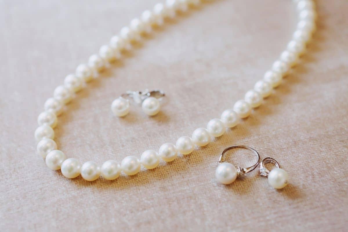 結婚式にピッタリのネックレス*マナーや選び方まとめ♩のカバー写真 0.6666666666666666