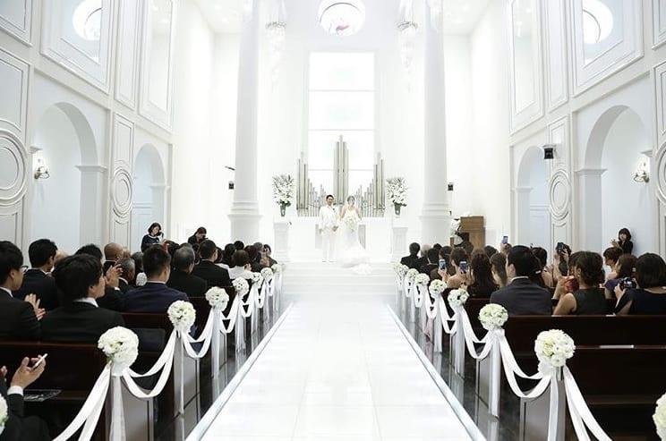 教会式(キリスト教式)の流れや費用相場を総まとめ*おすすめ演出例も♡のカバー写真