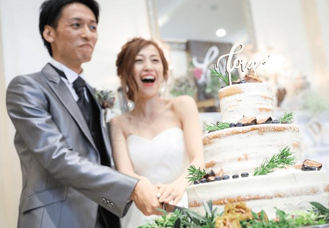 みんなの実例♡お洒落な先輩花嫁のケーキ入刀シーンまとめのカバー写真