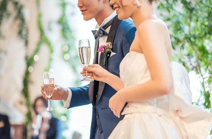 先輩花嫁にアンケート!結婚式の乾杯におすすめの曲(BGM)まとめのカバー写真 0.6550335570469799