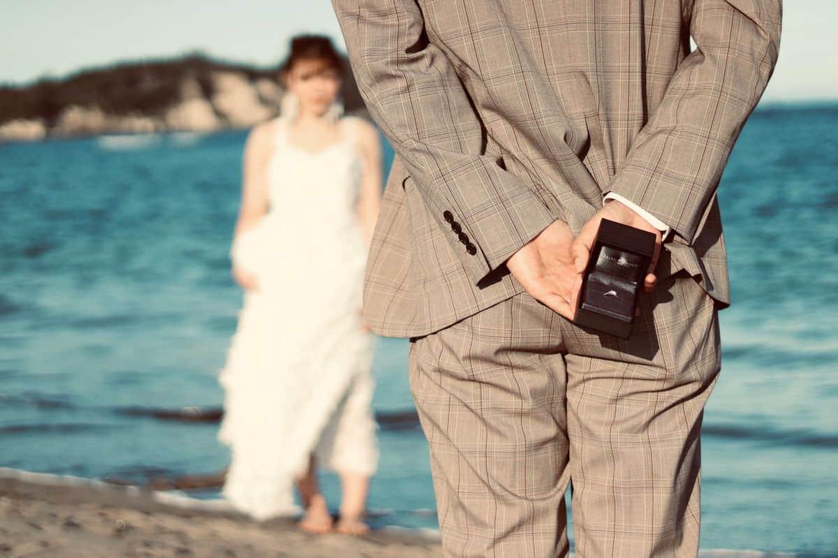 先輩花嫁に聞いた♡嬉しかったプロポーズの言葉と文例まとめのカバー写真 0.6658333333333334