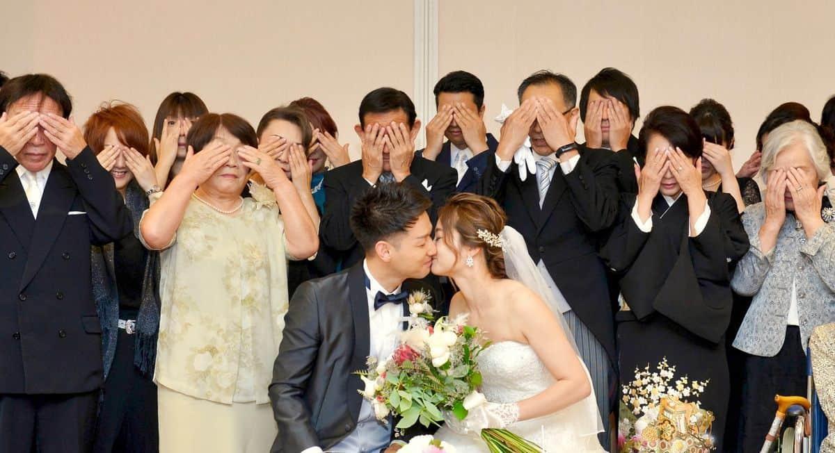 結婚式の親族紹介の仕方・順番・基礎知識【そのまま使える例文集】のカバー写真 0.5433333333333333