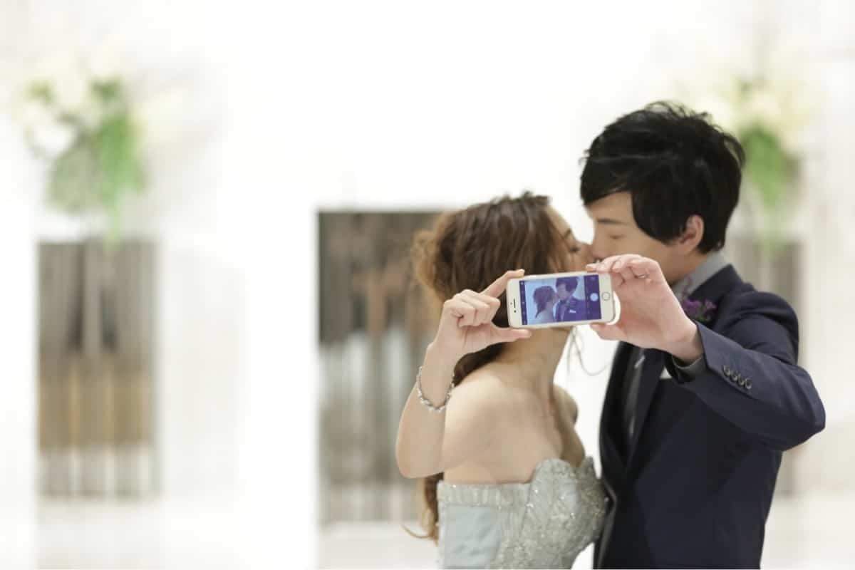 スマホで簡単に作れる!コマ撮りで結婚式ムービーを作ってみよう♩のカバー写真 0.6666666666666666