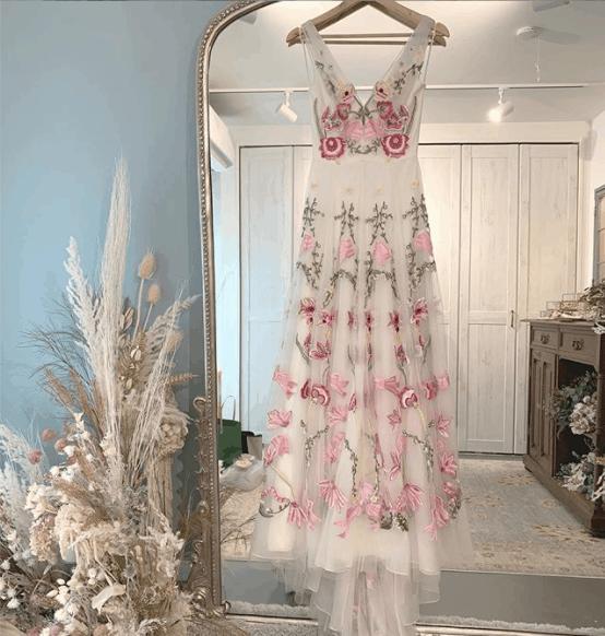 ナチュラルさが可愛い♡人気の花柄刺繍のウェディングドレス15選のカバー写真