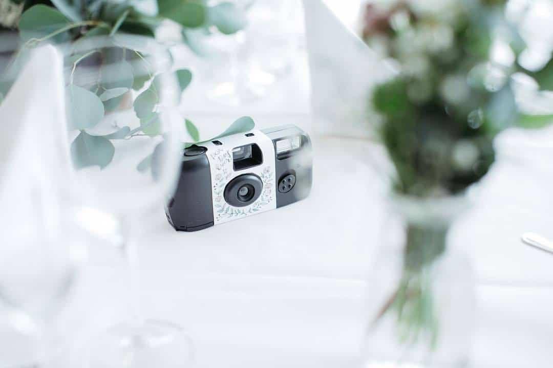 結婚式のインスタントカメラ演出♡おすすめパッケージデザイン10選のカバー写真 0.6657407407407407