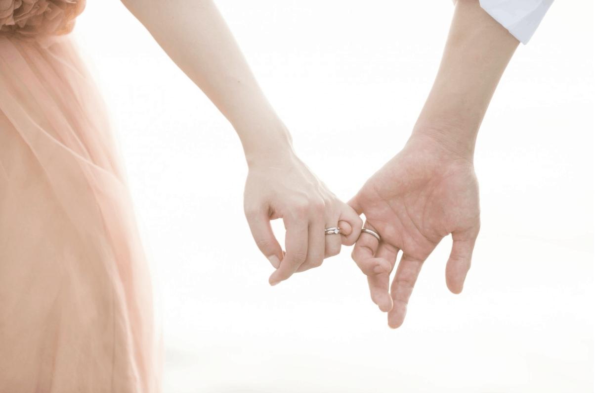 男性も結婚指輪をつけるべき?男性向けマリッジリングの選び方【決定版】おすすめブランド&デザインのカバー写真