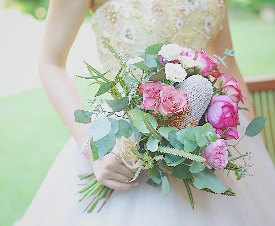 花嫁に人気♡【バンクシア】を使ったナチュラルかわいいブーケ集*のカバー写真 0.8243243243243243
