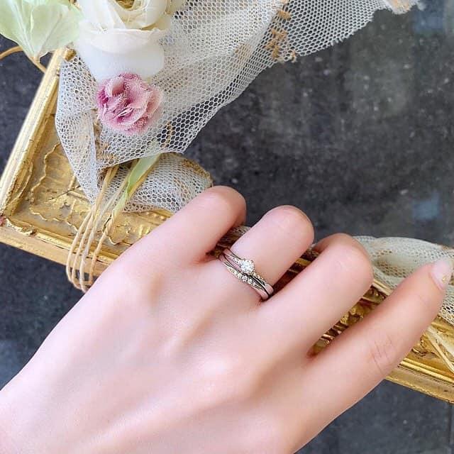婚約指輪はいつつける?結婚後のおすすめシーン&注意すべきタイミングに注目!のカバー写真