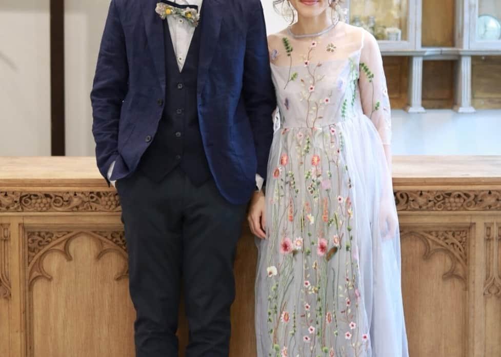 ナチュラルさが可愛い♡人気の花柄刺繍のウェディングドレス10選のカバー写真