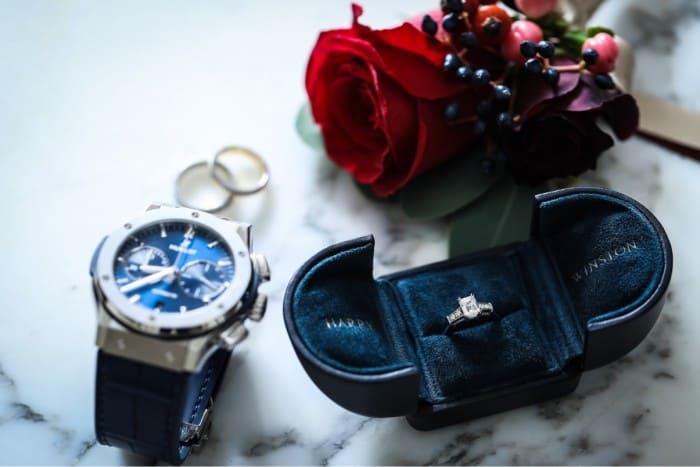 婚約指輪のお返しナンバーワン!男性用・人気の腕時計まとめのカバー写真 0.6671428571428571