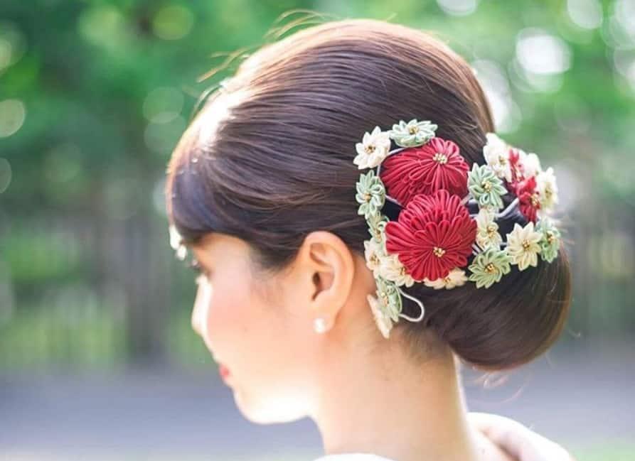 つまみ細工が美しい*和装ヘアアレンジにおすすめの髪飾り10選のカバー写真