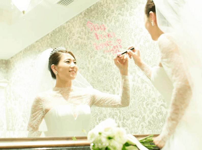 結婚式で【ミラーメッセージ】を書くのがおしゃれ♡ アイディア10選のカバー写真 0.7459119496855345