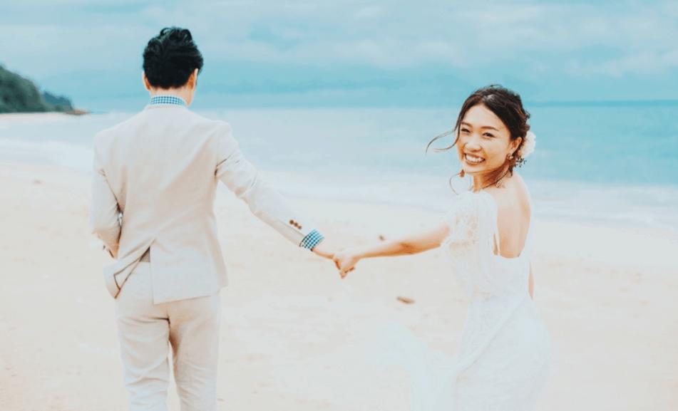 リゾートウェディングで着たい♡花嫁ドレス・小物の選び方/ビーチ&高原のカバー写真