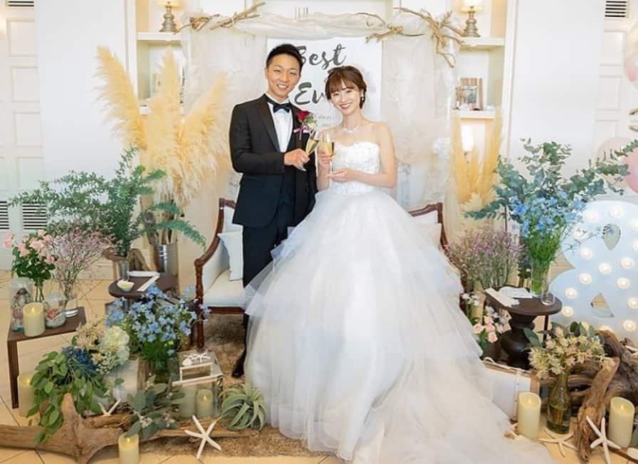 おしゃれな花嫁さんは迷わず選ぶ♡高砂ソファのアイデア10選のカバー写真