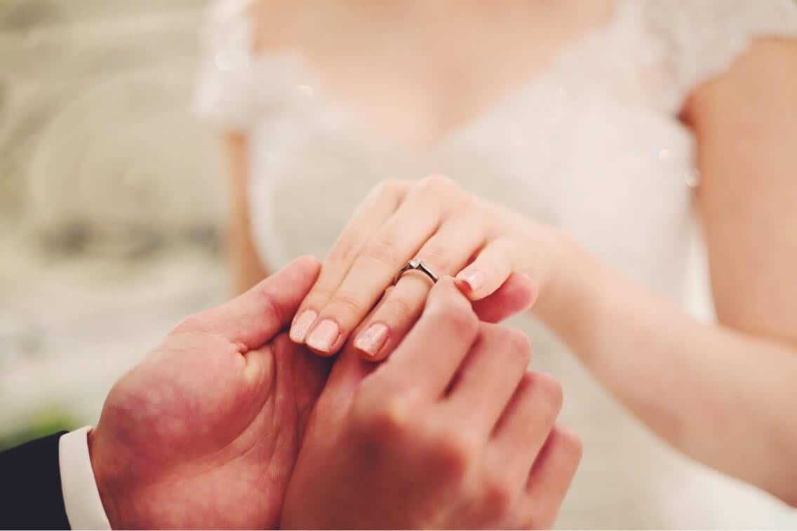婚約指輪は安いものでもいい?5万・10万・20万*予算別おすすめ格安ブランド10選!のカバー写真