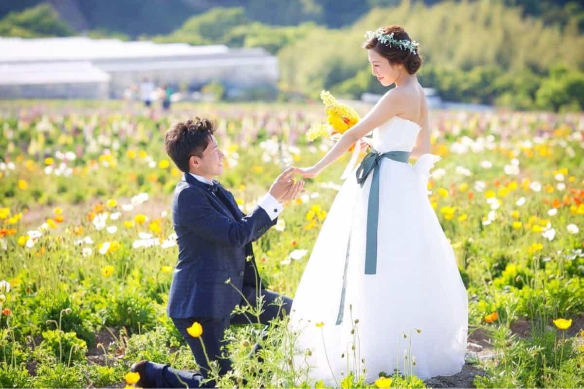 プロポーズは婚約指輪を箱パカでサプライズ♡いまどき花嫁に徹底調査*のカバー写真