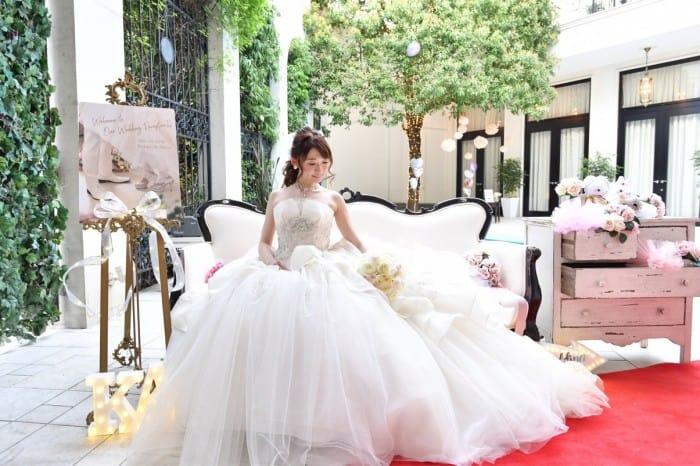 プリンセスラインのウェディングドレスに♡おすすめの髪型25選のカバー写真 0.6657142857142857