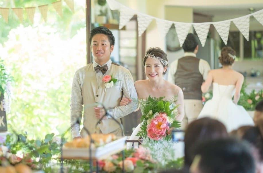 リゾ婚花嫁さん必見♡リゾートテイストのウェディングブーケ15選のカバー写真 0.6593886462882096