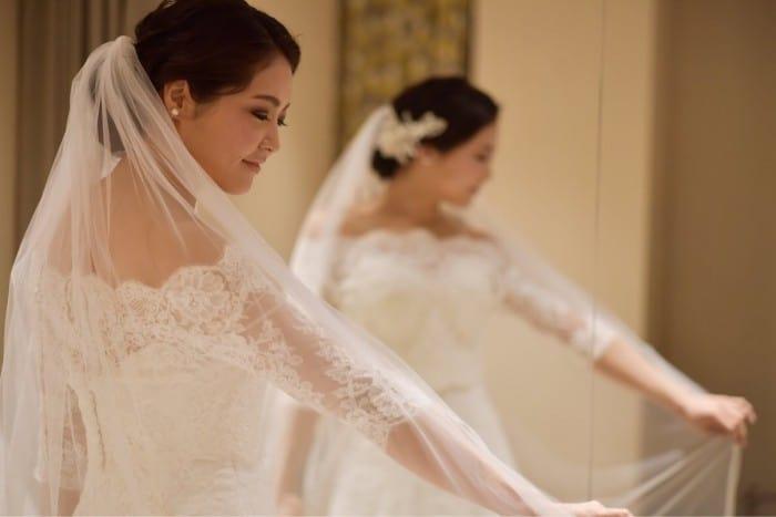 花嫁さんの間で大人気!袖付きのウェディングドレス12選のカバー写真 0.6671428571428571