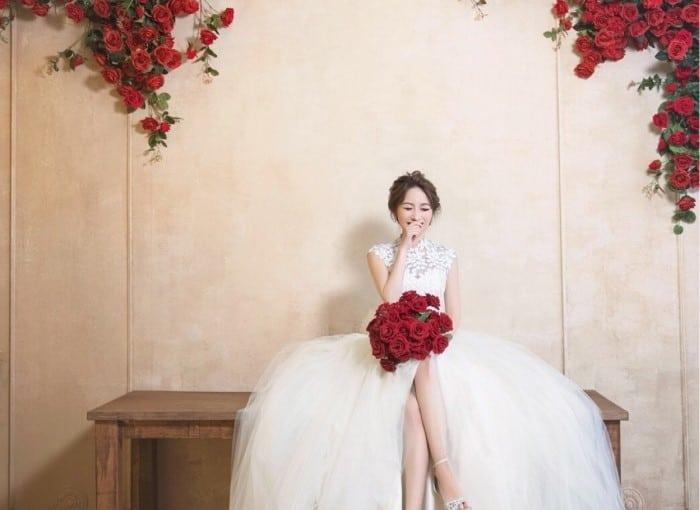 くしゃっと笑顔が素敵!きゅん♡とする花嫁ソロショットまとめのカバー写真 0.7285714285714285
