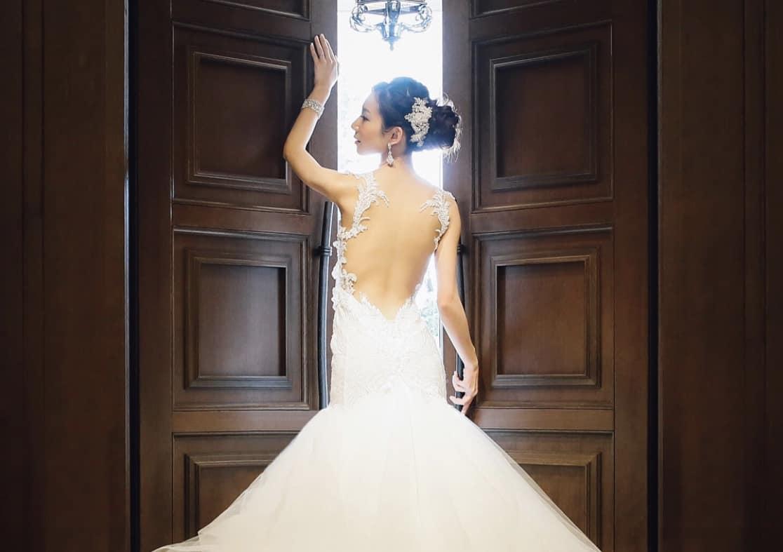 マーメイドラインのウェディングドレスに♡おすすめの髪型20選のカバー写真