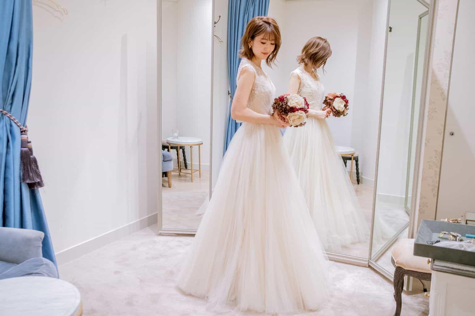 853404add2e86 式場側が用意したプランや提携に含まれているドレスだと好みのものが全然なく妥協してドレスを決める花嫁さんもいらっしゃいます。
