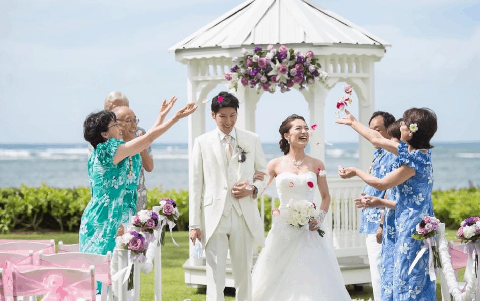 ハワイ挙式に合うウェディングドレスは?スタイル別の選び方と持ち込み・レンタルの方法のカバー写真 0.6271186440677966