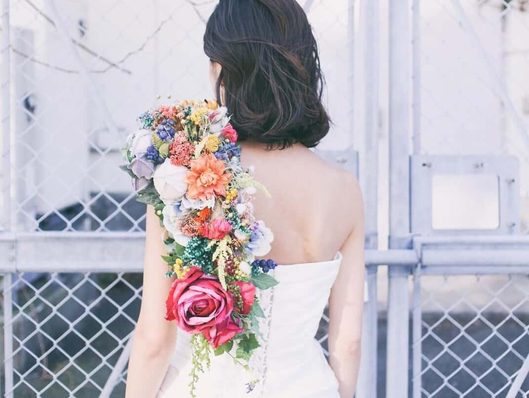 個性を出したい花嫁さん必見♡ショルダーブーケデザイン10選♪のカバー写真