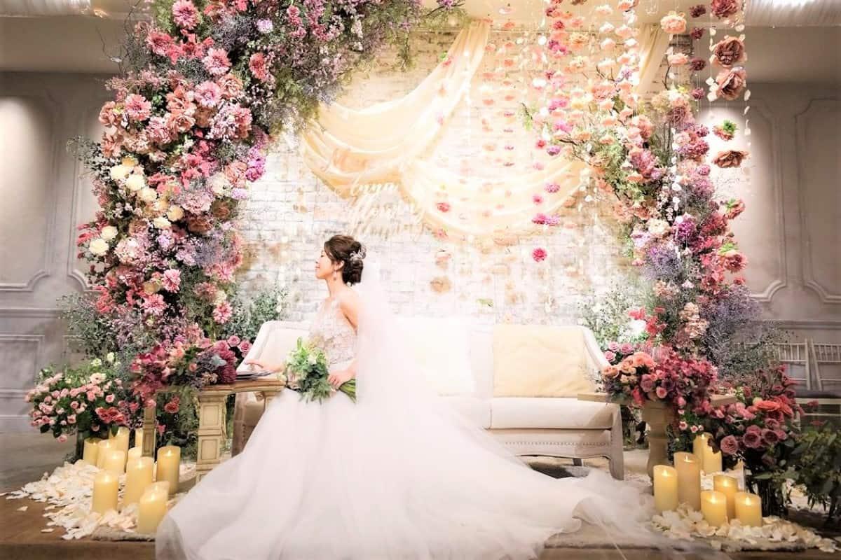 会場装花もお花たっぷり♡フローラルウェディングのアイディア10選のカバー写真 0.6666666666666666