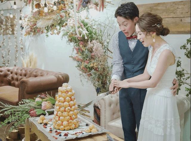 ウェディングケーキにクロカンブッシュを!意味や魅力、結婚式で盛り上がるアイデアも特集のカバー写真