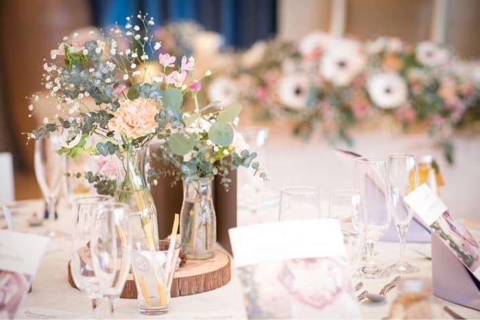 マイレポ花嫁さんから見つけた♡オシャレすぎるテーブル装花15選のカバー写真