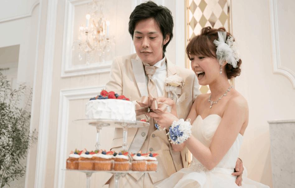 センス抜群♡素敵なカップケーキのウェディングケーキタワー10選のカバー写真