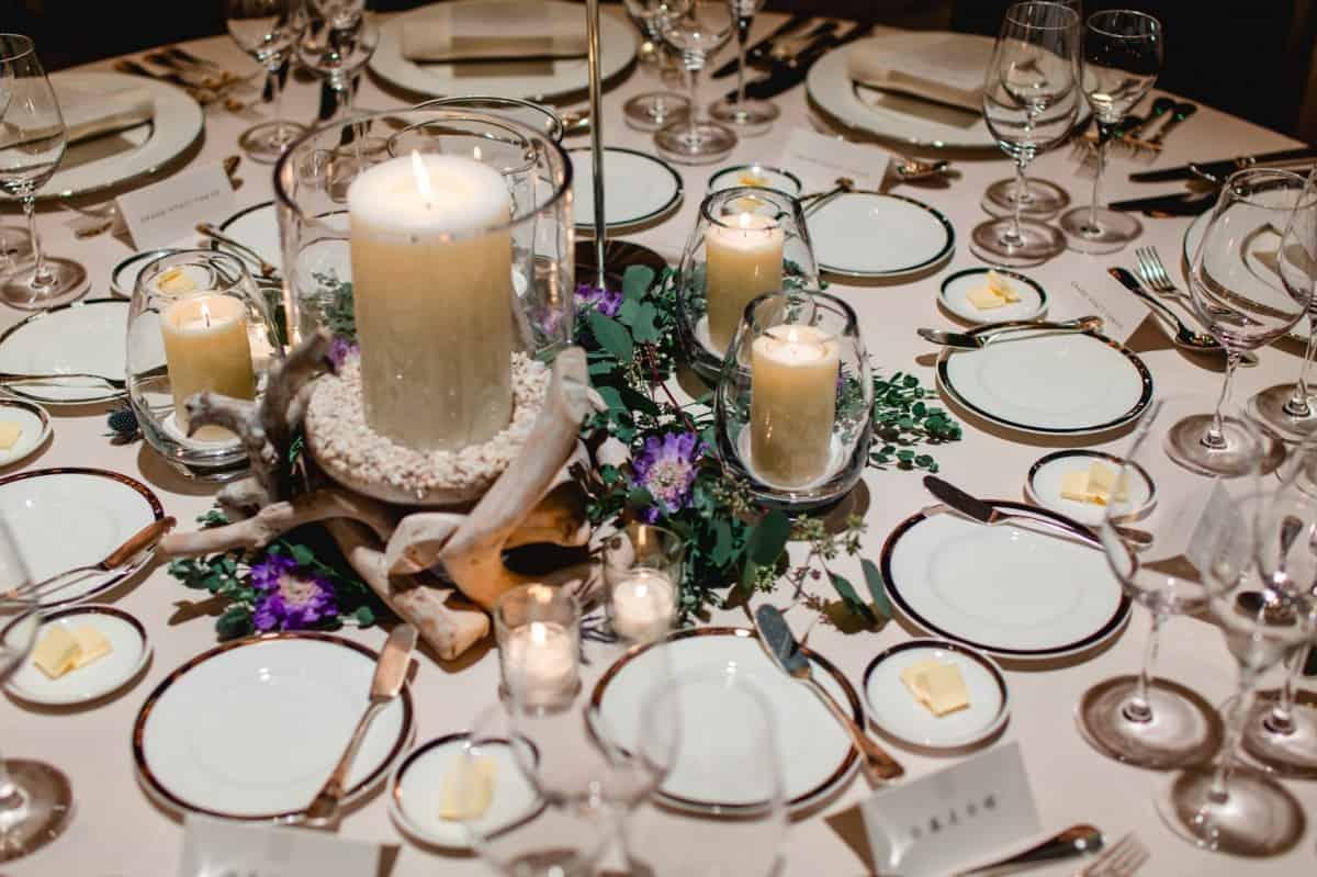 ゲストテーブルにも必須♡キャンドルを使った装飾アイデア15選のカバー写真 0.6658333333333334