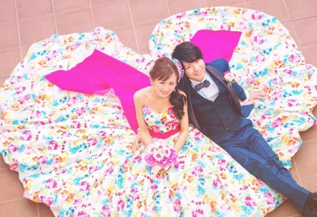 公式インスタで紹介した可愛いものだけを厳選!!人気のお花いっぱいカラードレス20選のカバー写真