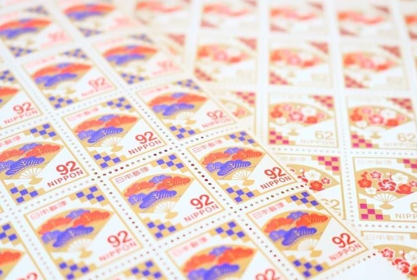 慶事用切手の種類って?こだわりたい花嫁さん必見♡購入方法とアイディア集のカバー写真