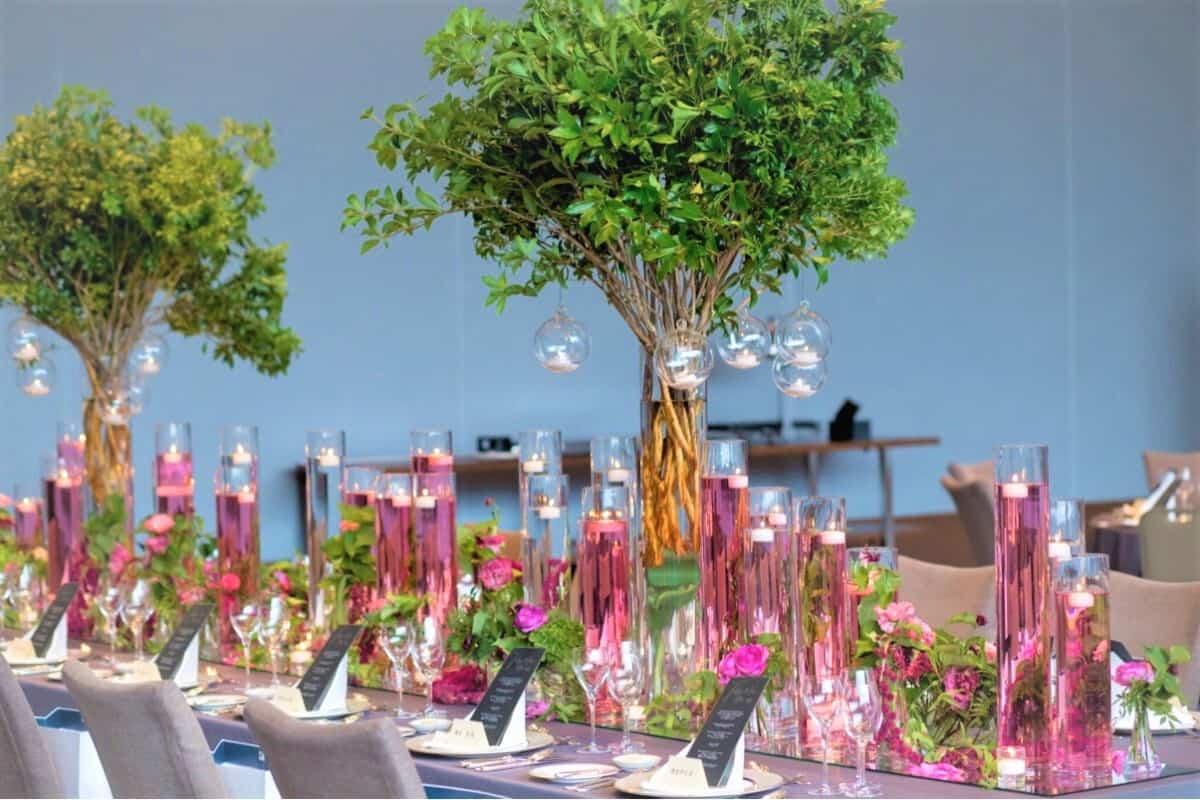 豪華絢爛*披露宴会場を彩る高さのあるテーブル装花特集♡のカバー写真 0.6666666666666666