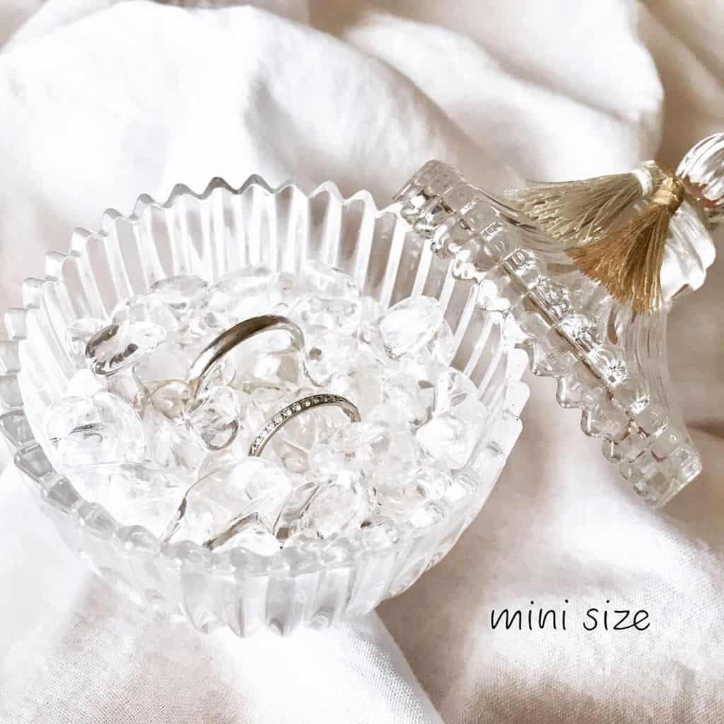 繊細なリングを引き立てる♡キラキラ輝くさざれ石のリングピロー特集のカバー写真