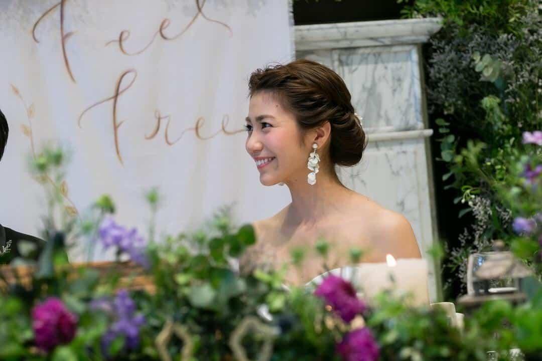 オトナ花嫁に人気!ゴージャスなブライダルヘアでトレンドを押さえよう♩のカバー写真 0.6666666666666666
