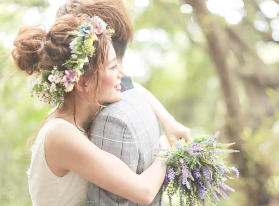 幸せの瞬間を残して...♡先輩花嫁の《ハグショット》15選のカバー写真 0.7387892376681614
