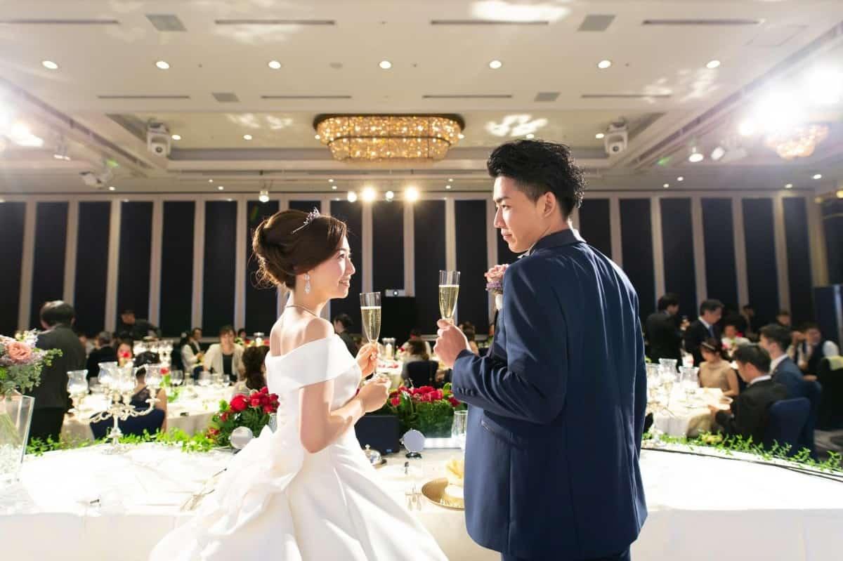 雅子さま着用で話題の【ローブデコルテ】を結婚式に取り入れたい♡どんなドレスか徹底解明!!のカバー写真