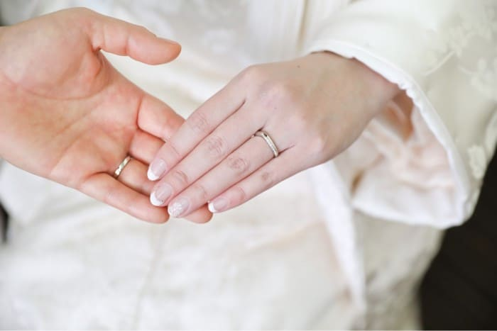 和風の結婚指輪・婚約指輪を買うなら?人気3ブランドのデザイン&相場を比較♡のカバー写真 0.6671428571428571
