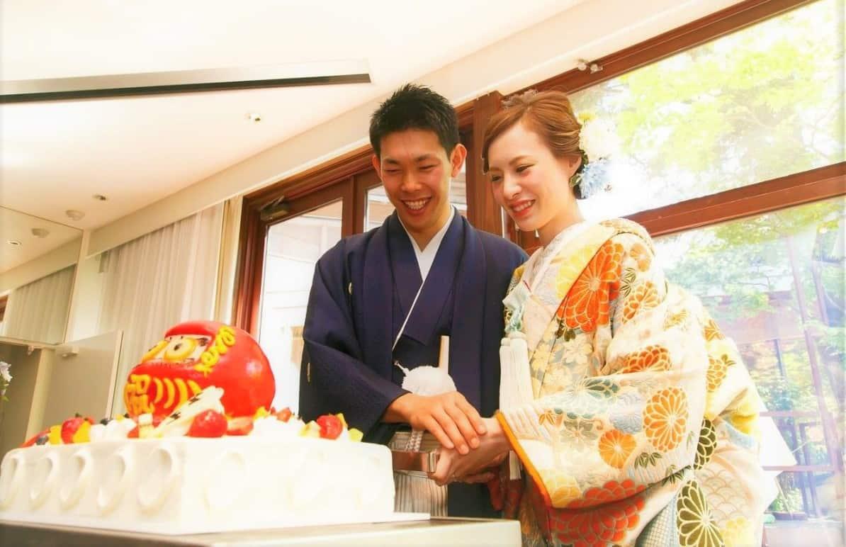 和婚で叶える♡珍しくてインパクト抜群なウェディングケーキ20選のカバー写真