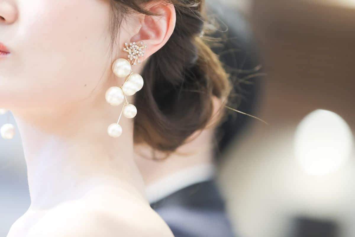 上品かつオシャレで人気*パールのイヤリングでさらに魅力的な花嫁に!のカバー写真 0.6666666666666666