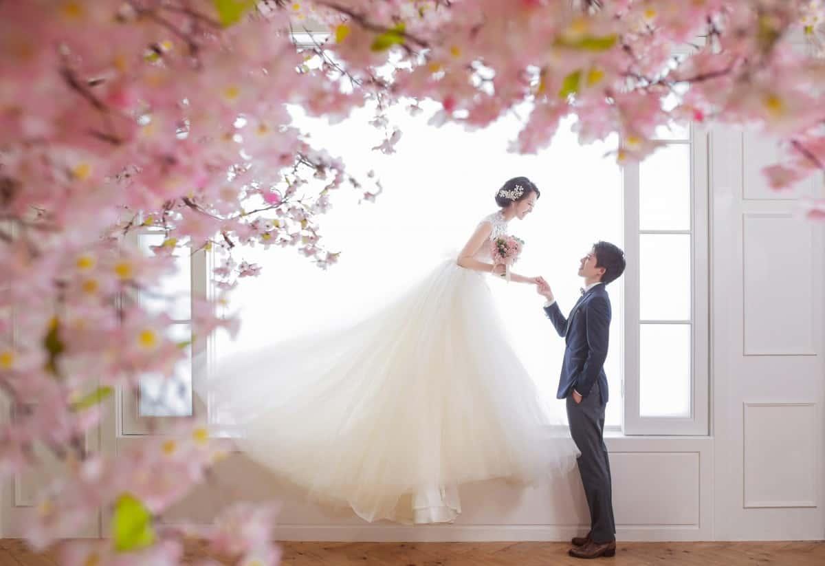 結婚式にぴったりの【4月】の誕生花と花言葉は?30日まで総まとめ♡のカバー写真