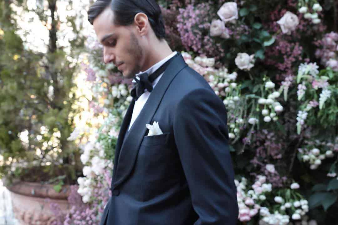 結婚式参列にポケットチーフはいらない?!カッコよく決まる選び方や折り方をマスター♩のカバー写真