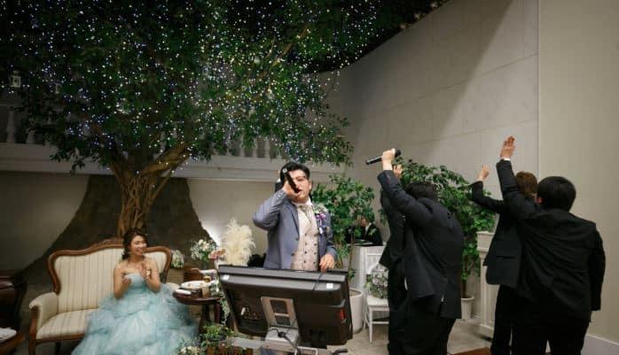 結婚式が盛り上がるカラオケ人気曲30選*余興も二次会もコレでOK!のカバー写真